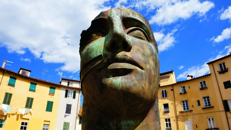 LUCCA PIAZZA ANFITEATRO-Tuscany_Villa Italy rentals _web