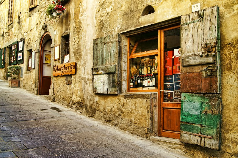 Tuscany wines_village shop_Villa Italy