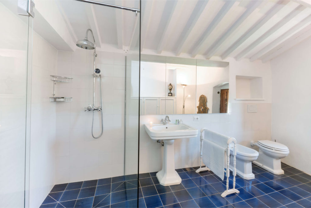 Villa Prenzano Bathrooms