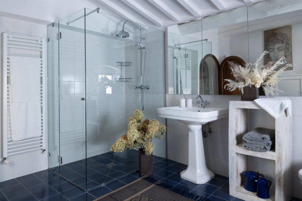 Villa Prenzano Bathroom - Villa Italy